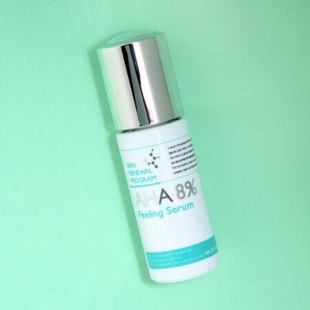 8% glikolsavval (AHA) készült kémiai hámlasztó szérum, mely gyengéden eltávolítja az elhalt hámsejteket és kezeli a hiperpigmentációt. Használat után a bőr tisztább, simább és egyenletesebb tónusú lesz.