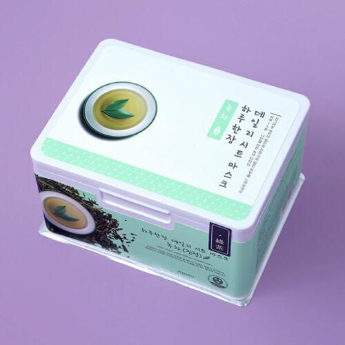 A koreai A'pieu márka Daily Sheet Mask 33db nyugtató hatású fátyolmaszkot tartalmaz. Esszenciájában zöld tea, aloe vera, bambusz és teafa kivonat jótékony hatása egyesül kiegészülve hidratáló hialuronsavval.