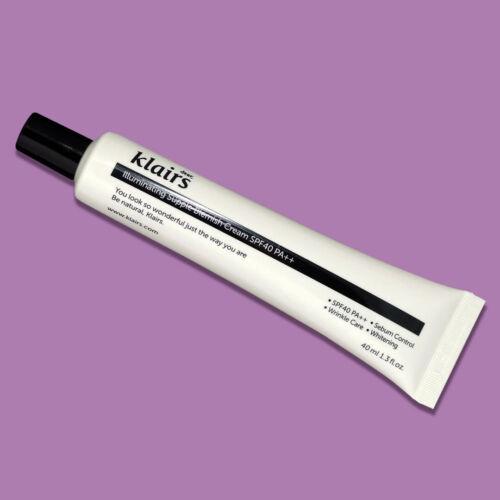 Természetes fedést biztosító BB krém, mely segít egységesíteni a bőr tónusát és simítani a ráncokat, miközben széles spektrumú fényvédelmet biztosít.