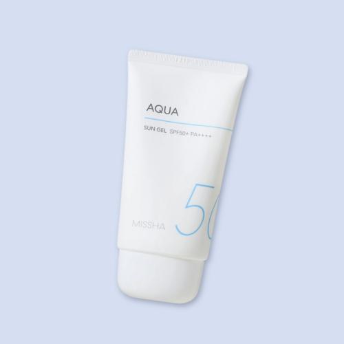 Víz- és izzadságálló formulájú, nagyon könnyed állagú géles fényvédő krém, mely az UV-védelem mellett intenzív hidratáltságot, nyugtató és hűsítő érzést nyújt.