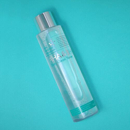 Mizon AHA&BHA Daily Clean Toner eltávolítja az elhajt hámsejteken a bőr felszínéről és a pórusokból a tisztább, ragyogóbb tekintetért.